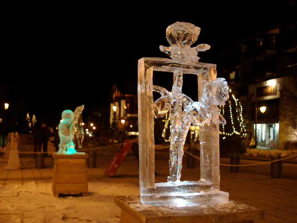 "Photo de ""Rose des glace"" sculpté en glace cristal à Tignes, Savoie, France, par Christian Burger"