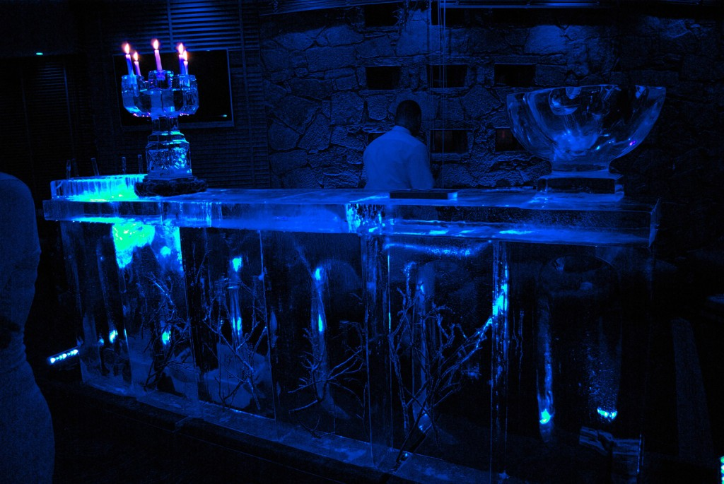 bar en sculpture sur glace