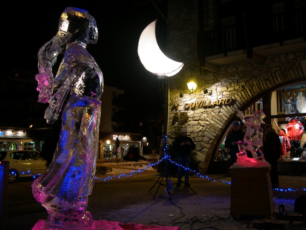 ice sculpture sous la lune