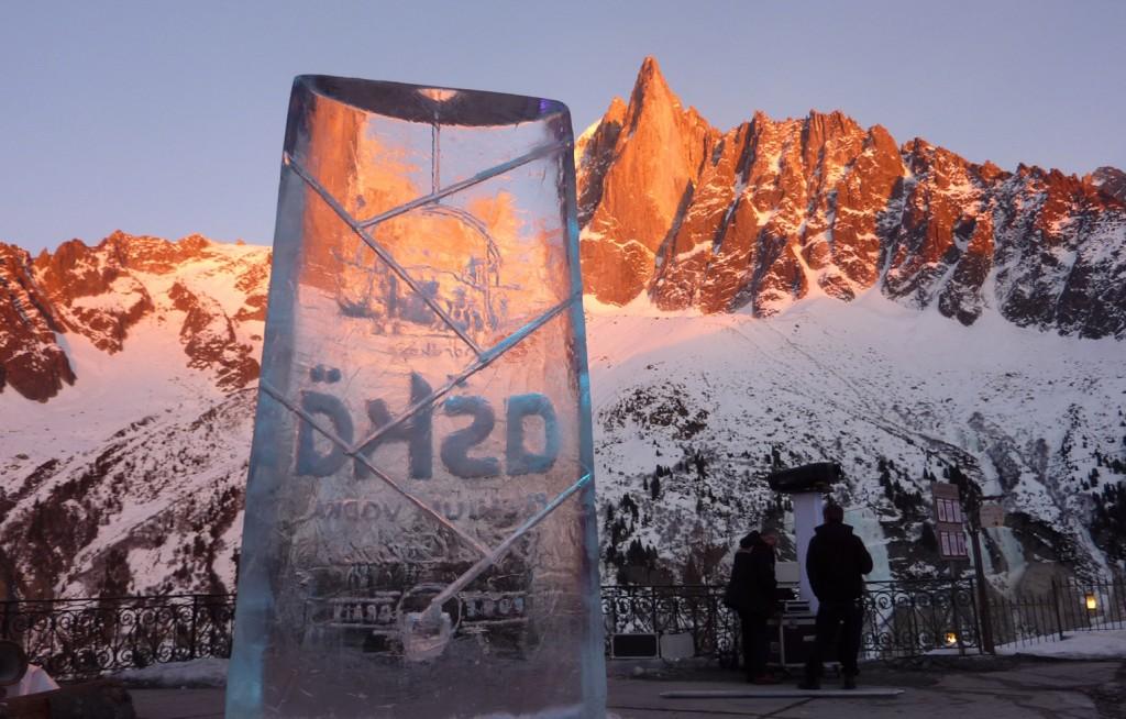 sculpture en glace dans le massif du mont blanc, savoie