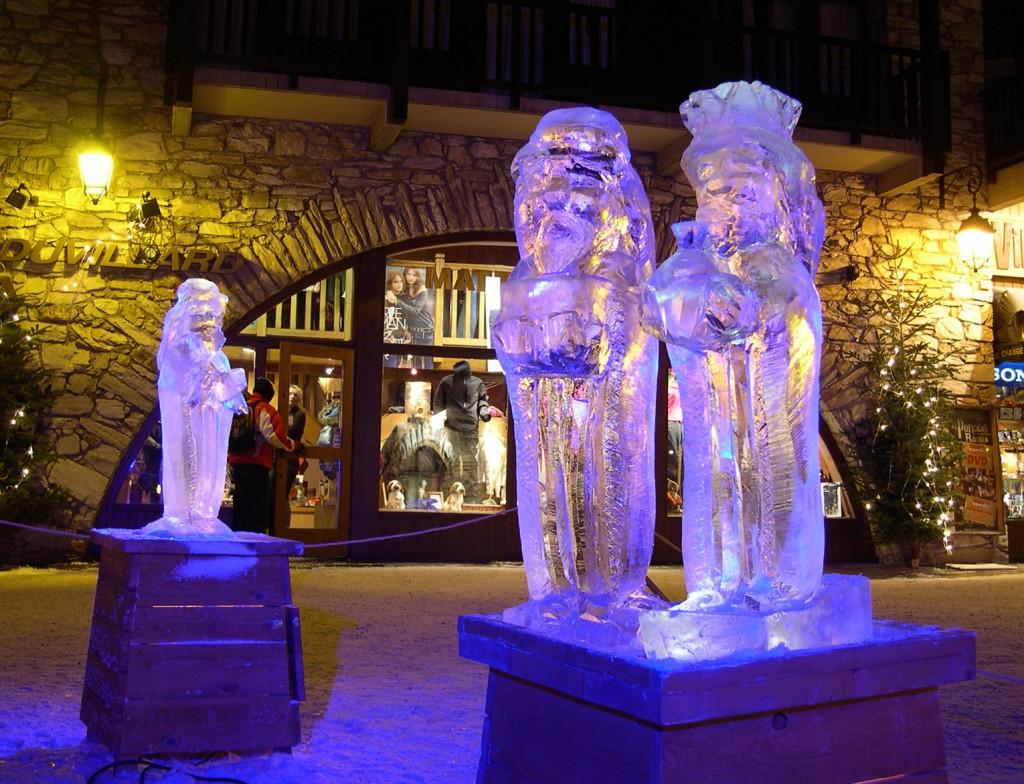 Photo de sculpture en glace des Rois Mage à Val d