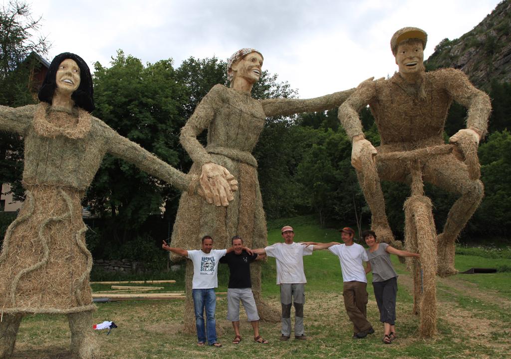 photo de sculptures en foin et paille réalisées à Valloire.