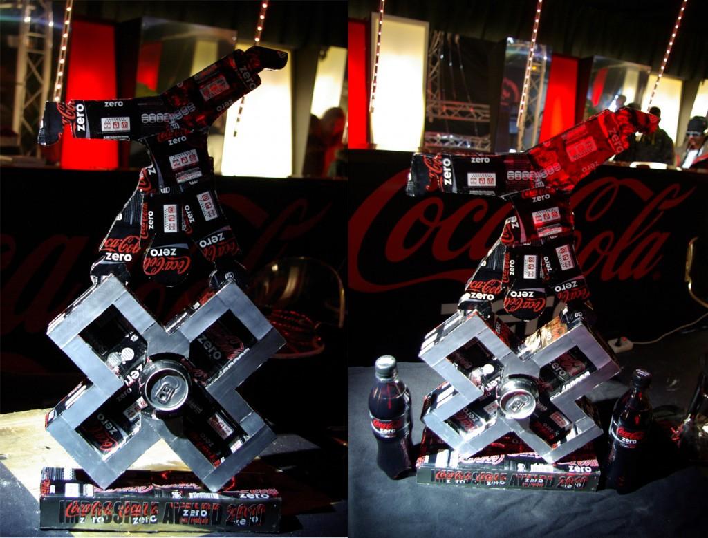 trophée coca-cola pour les  de Tignes réalisé en canette de coca cola