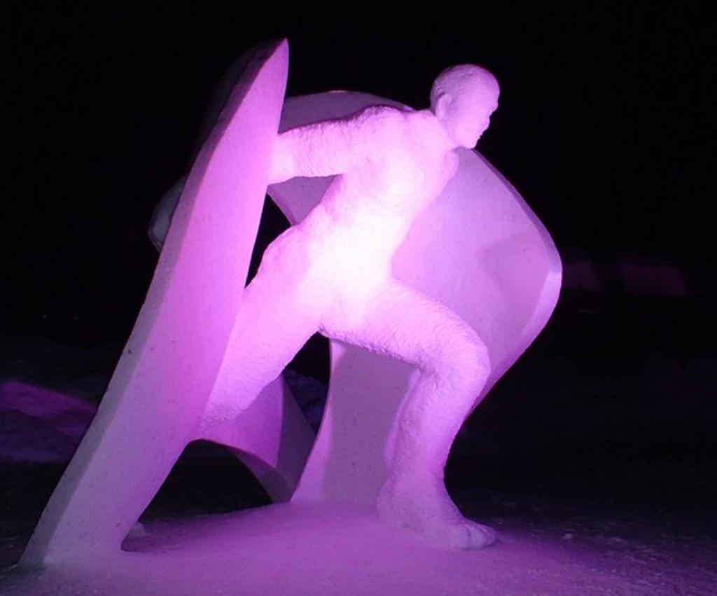 """Photo de la sculpture sur neige """"élan de liberté"""" réalisée au Québec, canada"""