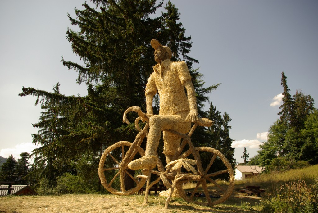 straw and hay sculpture