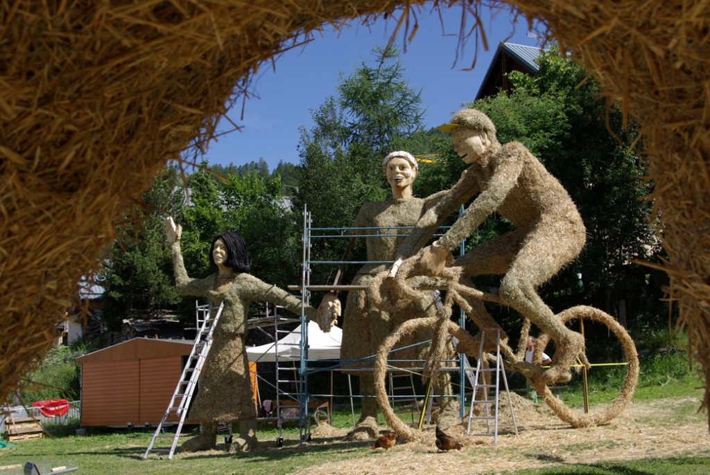 straw sculpture