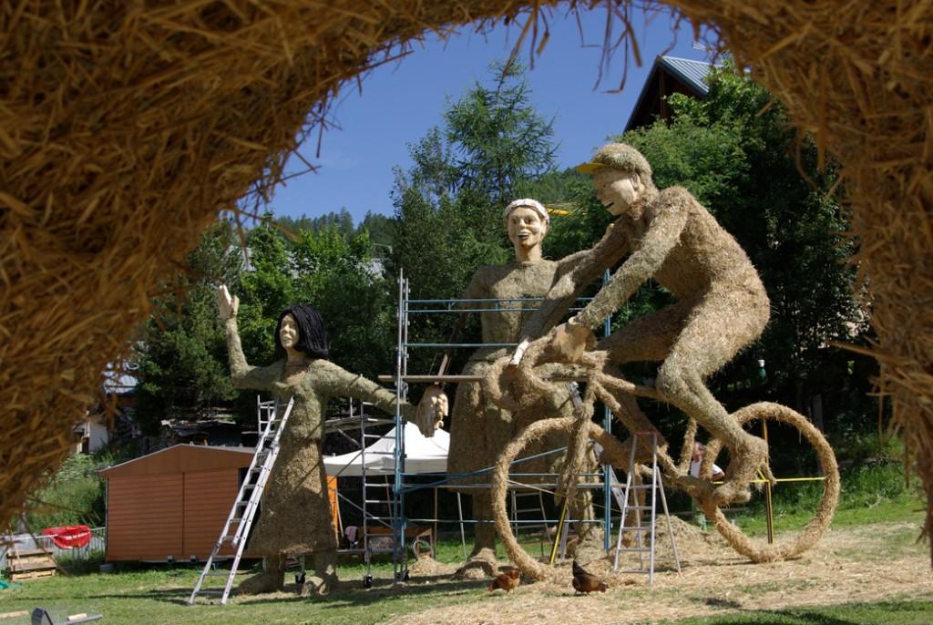 straw sculpture