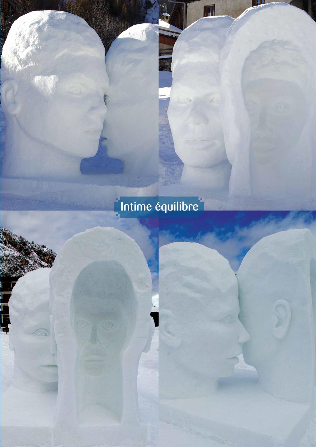 Photo d'une sculpture sur neige de 4x4x4m qui représente deux visage se touchant, ce procédé de sculpter à l'intérieur des têtes le négatif des visage crée une double lecture et génère ainsi un trouble, des interrogations.