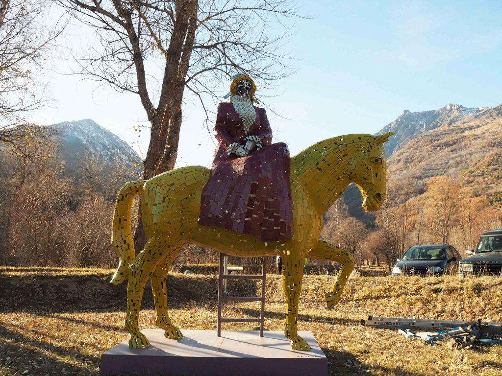 photo de la sculpture de madame Carle réalisée par l'artiste christian burger
