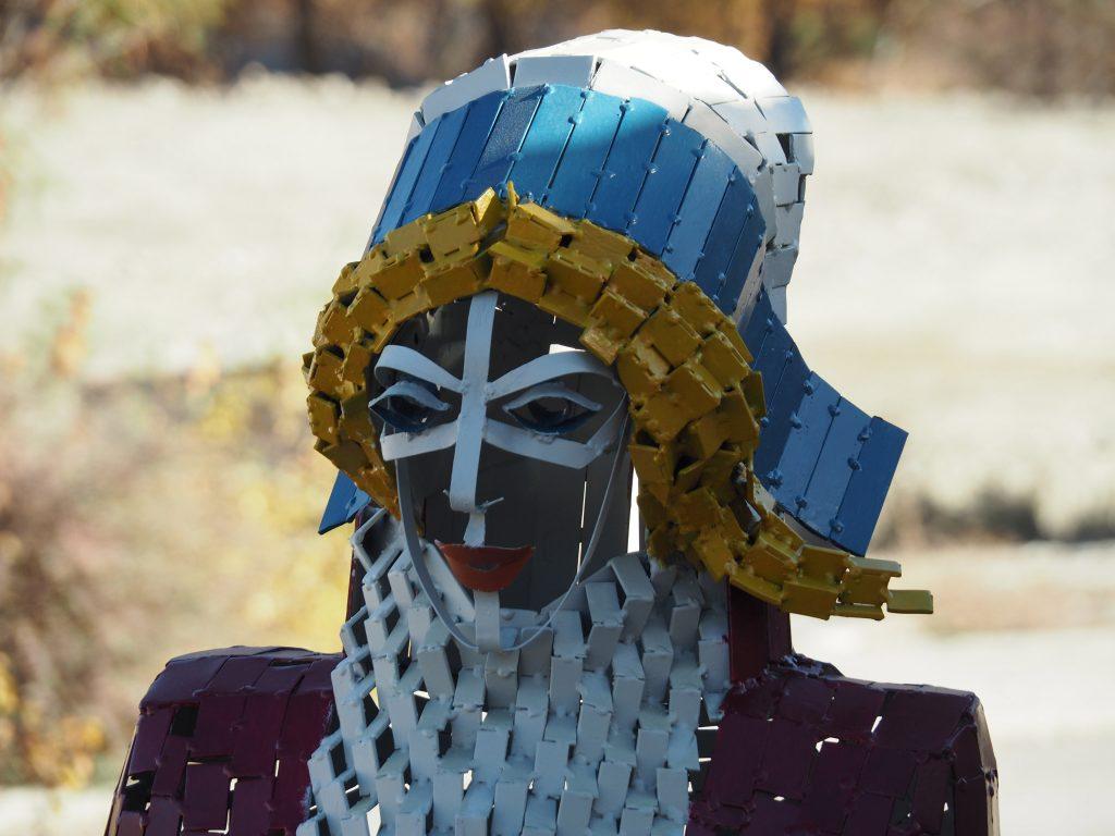 photo de la tête de la sculpture de madame Carle réalisée par l'artiste christian burger
